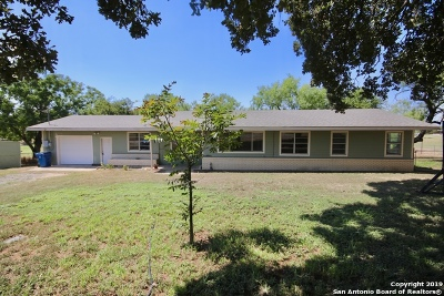 Floresville TX Single Family Home New: $175,000