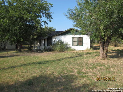 Floresville Single Family Home New: 2203 10th St
