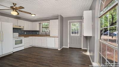 Atascosa County Single Family Home New: 910 Cypress St