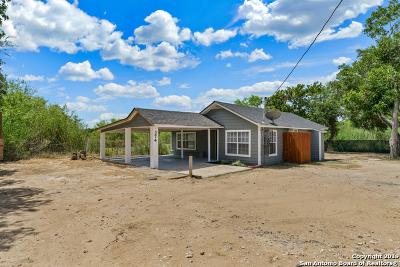 Floresville Single Family Home For Sale: 374 Romero Ln