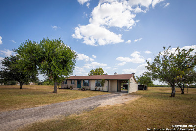 Floresville TX Single Family Home New: $289,900