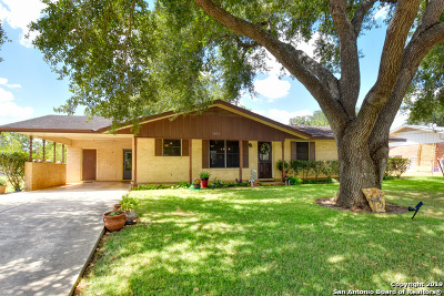 Floresville TX Single Family Home New: $259,900