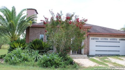 Atascosa County Single Family Home For Sale: 300 High Meadow Dr