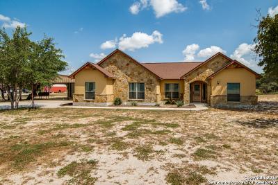 Floresville Single Family Home Active Option: 215 Shannon Ridge Dr