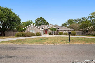 Seguin Single Family Home Active Option: 1001 River Oak Dr