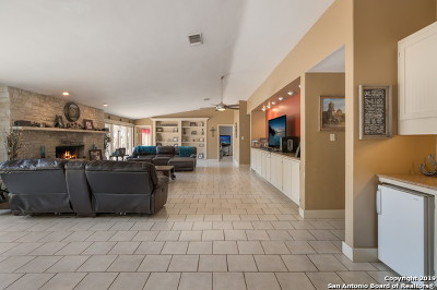New Braunfels Single Family Home For Sale: 2010 Bluebird Dr