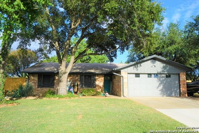 Atascosa County Single Family Home For Sale: 204 High Meadow Dr