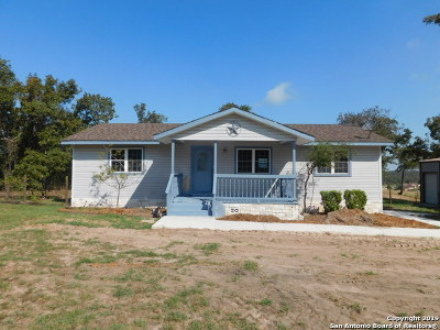 La Vernia Single Family Home New: 137 Great Oaks Blvd