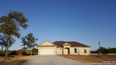 Atascosa County Single Family Home For Sale: 99 Eaglerock