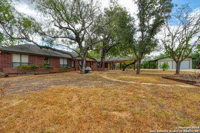 Floresville Single Family Home New: 287 County Road 407