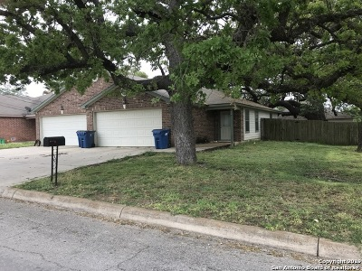 Atascosa County Multi Family Home New: 704 Uvalde St