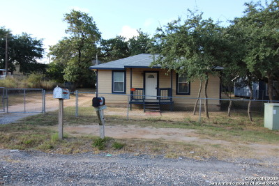 Atascosa County Single Family Home New: 35 Dawnridge Dr