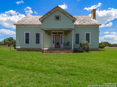 Seguin Single Family Home New: 2015 Hoffman Rd