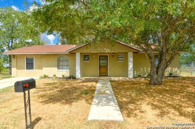 Floresville TX Single Family Home New: $155,000