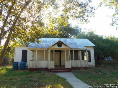 Atascosa County Single Family Home New: 805 Main St