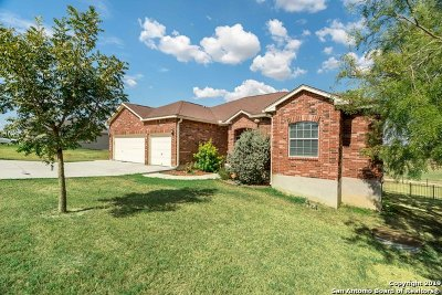 Floresville Single Family Home New: 128 Grand View
