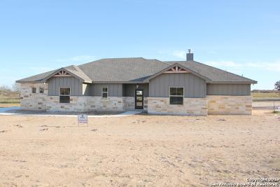 La Vernia Single Family Home New: 111 Cibolo Ridge Dr