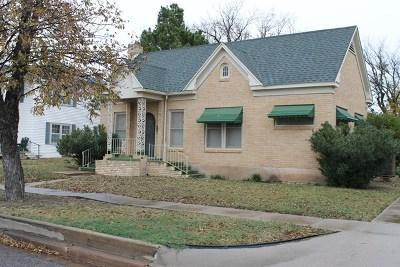 Ballinger Single Family Home For Sale: 900 N Broadway St