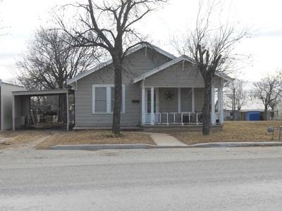 Ballinger Single Family Home For Sale: 1403 N Broadway St