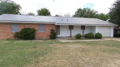 Ballinger Single Family Home For Sale: 106 N Sharp Ave