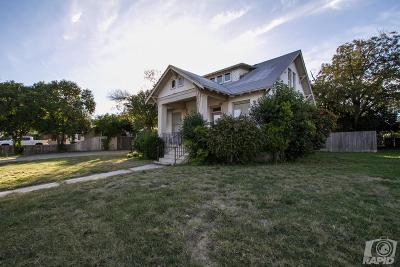 Single Family Home For Sale: 431 W Ave D
