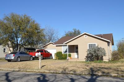 Single Family Home For Sale: 402 Cottonwood St