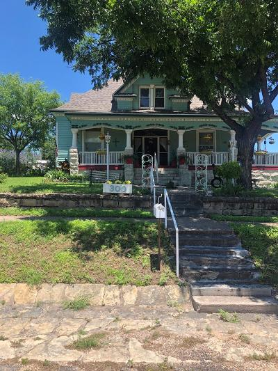 Ballinger Single Family Home For Sale: 300 &304 6th St