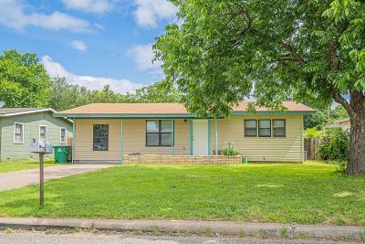 Single Family Home For Sale: 218 Oakwood St