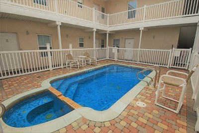 South Padre Island Condo/Townhouse For Sale: 105 E Tarpon Ave #4