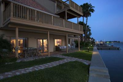South Padre Island Condo/Townhouse For Sale: 208 W Red Snapper #115
