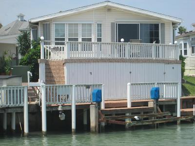 Port Isabel Single Family Home For Sale: 835 Oyster Dr.