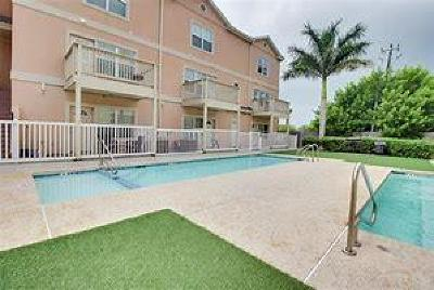 South Padre Island Condo/Townhouse For Sale: 102 E Marlin St. #9