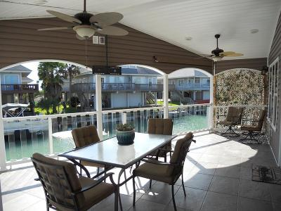 Port Isabel Single Family Home For Sale: 862 W Oyster Dr.