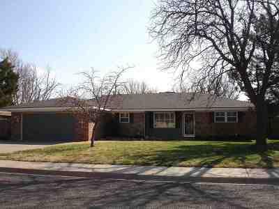 Single Family Home For Sale: 214 Douglas St.