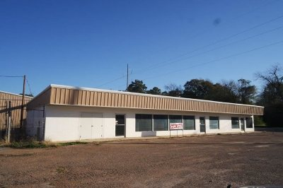 Angelina County, Jasper County, Nacogdoches County, Newton County, Sabine County, San Augustine County, Shelby County Commercial For Sale: 450 E. Milam