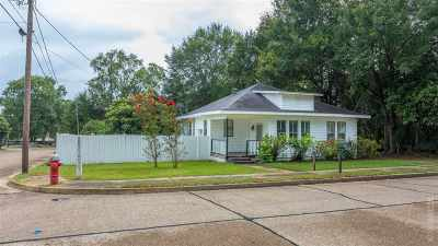 Single Family Home For Sale: 307 Lindsey