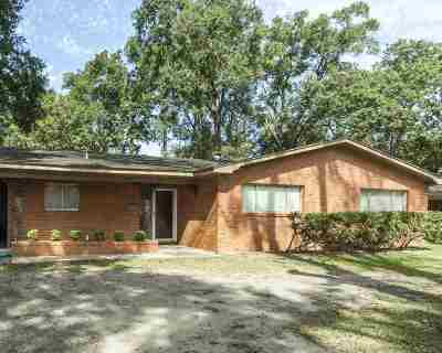 Single Family Home For Sale: 1010 Saxe Street
