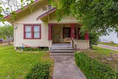 Huntington, Zavalla, Brookeland, Brookelannd, Japer, Jasper, Chireno, Etoile, Broaddus, Bronson Single Family Home For Sale: 348 Lindsey St