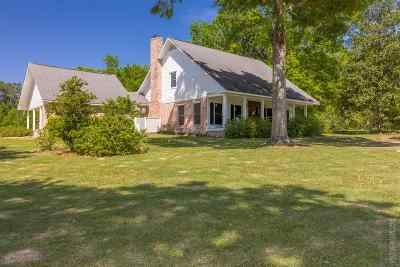 Huntington, Zavalla, Brookeland, Brookelannd, Japer, Jasper, Chireno, Etoile, Broaddus, Bronson Single Family Home For Sale: 3084 W State Hwy 63