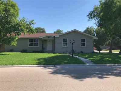 Single Family Home For Sale: 400 Leroy