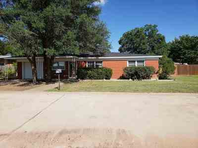Seminole Single Family Home For Sale: 505 SW 13th
