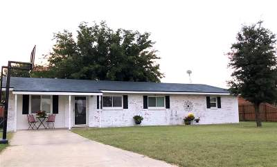 Seminole Single Family Home For Sale: 407 SW 18th