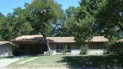 Marlin Single Family Home For Sale: 121 Neumann Drive