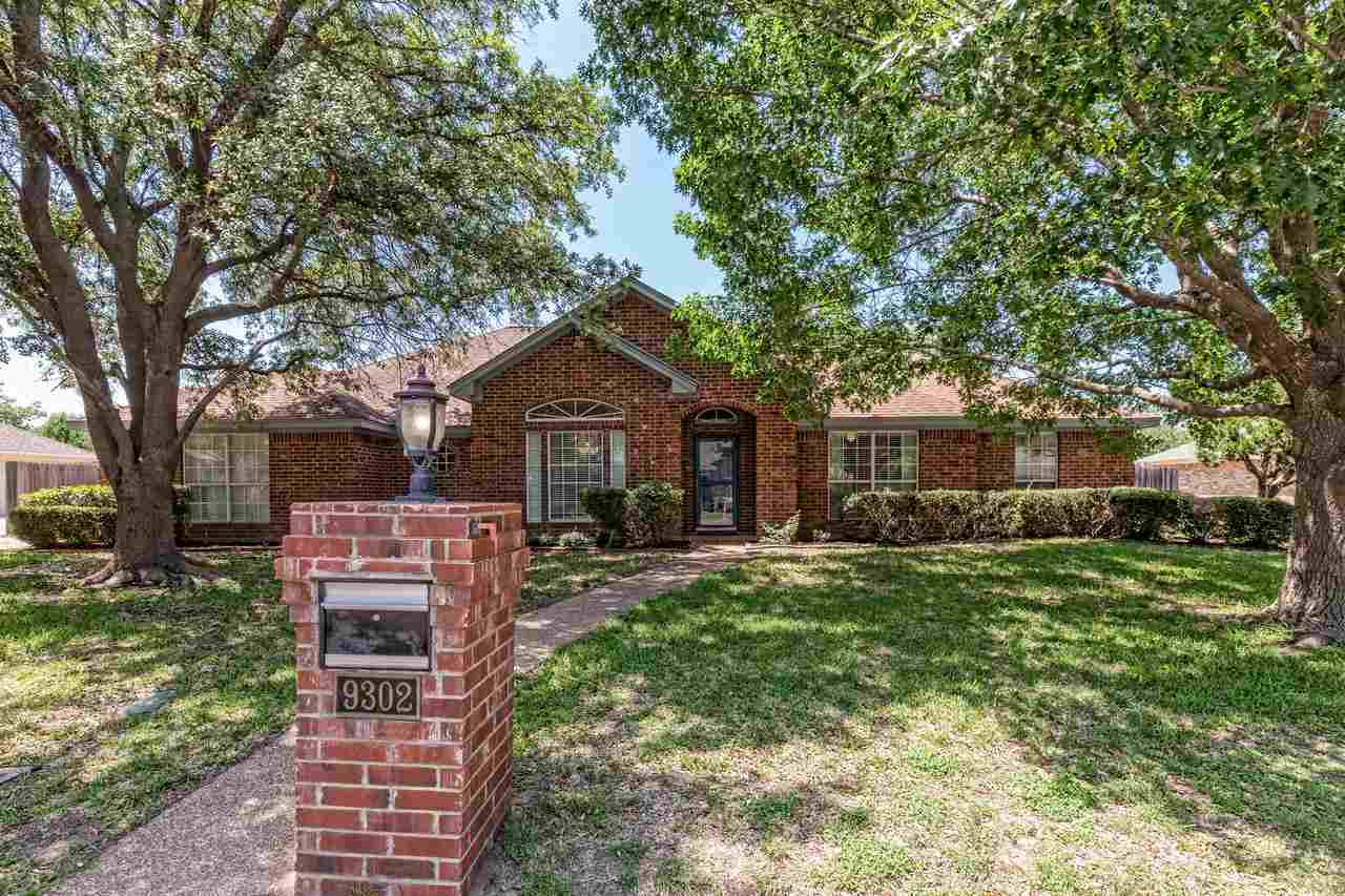 4 bed / 3 baths Home in Woodway for $294,500
