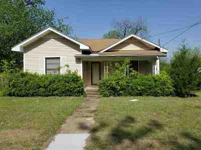 West Single Family Home For Sale: 500 S Davis Street