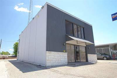 Waco Commercial Under Contract: 813 Lake Air Drive