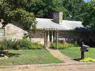 Marlin Single Family Home For Sale: 910 St Charles