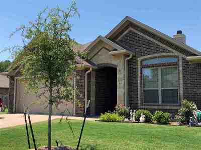 Hewitt Single Family Home For Sale: 328 Hedrick