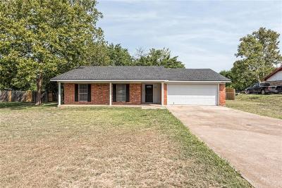 Lorena Single Family Home For Sale: 107 Elaine Drive