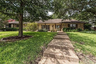 Woodway Single Family Home For Sale: 902 Ivy Ann Drive